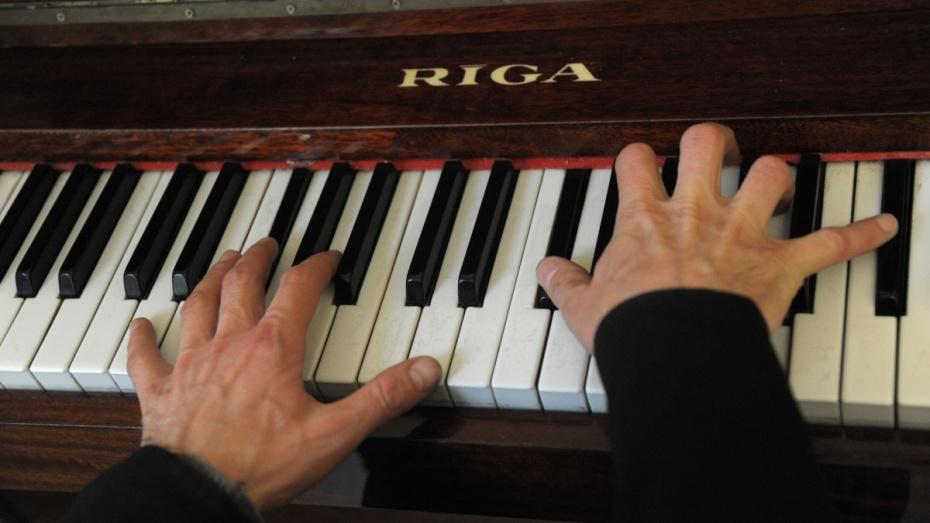 Кремль распорядился приобрести вкостромские школы новые пианино