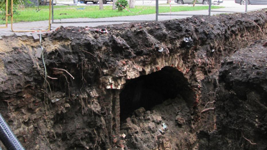 Под сквером в центре Воронежа обнаружили старинный подвал