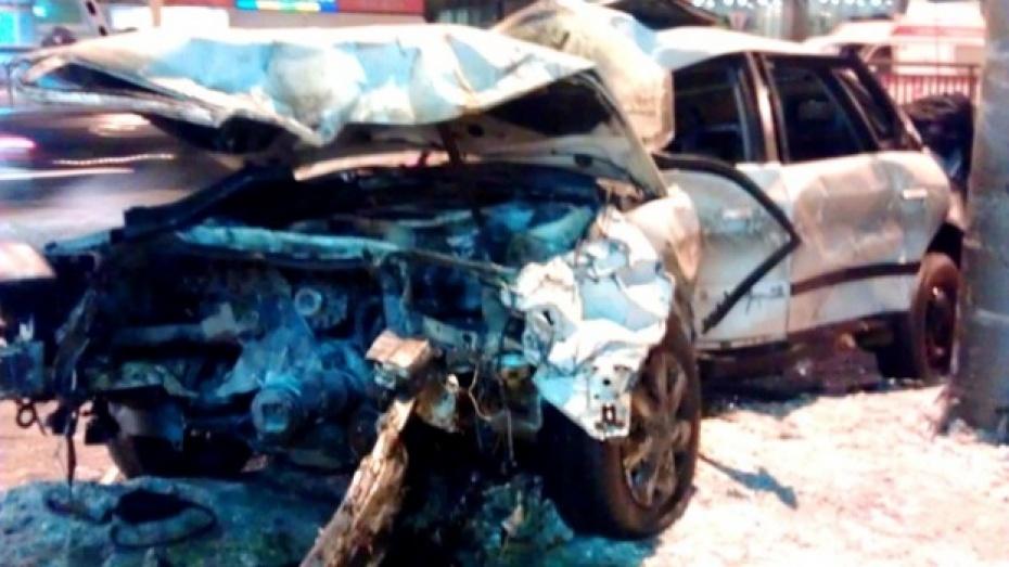 """""""Инфинити"""" пролетела на красный свет, утверждают очевидцы аварии возле центрального автовокзала"""