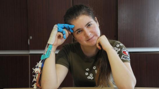 Рука помощи. Школьница из Воронежской области изобрела инновационный бионический протез