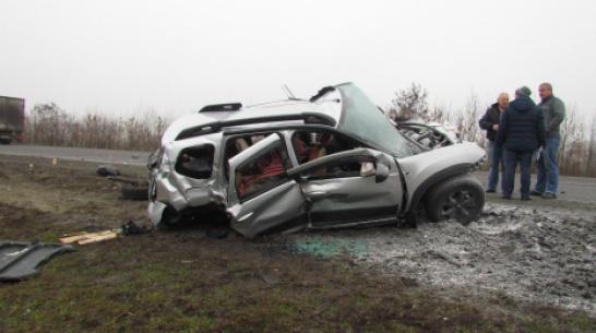 На воронежской трассе после ДТП загорелась машина: 1 человек погиб и 3 в больнице