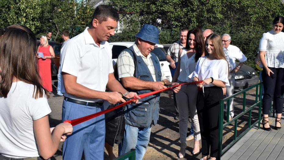 В Ленинском районе Воронежа открыли досуговую зону с детским и спортивным оборудованием